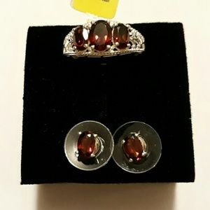 MOZAMBIQUE GARNET TRILOGY RING SET